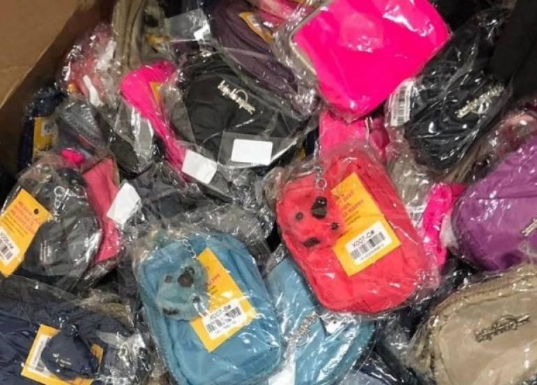 """dc49224e1 Elementos de la policía federal aseguraron ayer 10 cajas de cartón con  playeras deportivas de las marcas """"Adidas y Nike"""". El decomiso se registró  ..."""